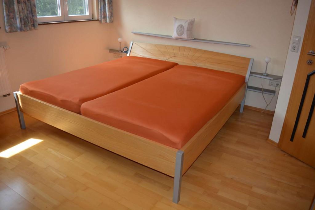 Bett in Esche natur/grau