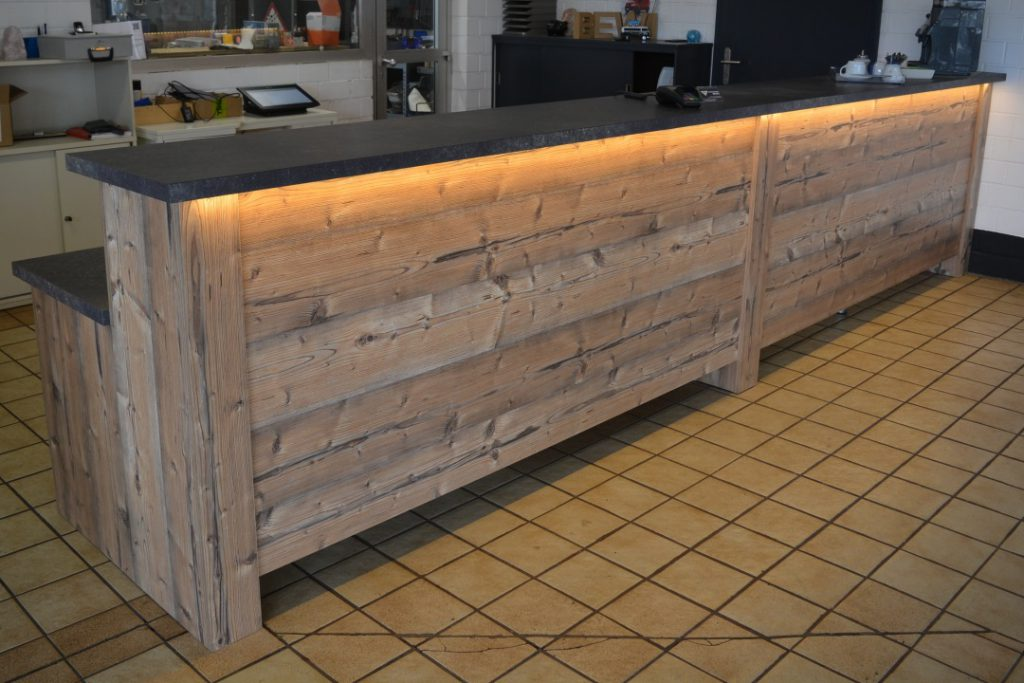 Theke mit LED-Beleuchtung